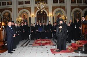 Ακολούθησε η κεντρική ομιλία του Σεβασμιωτάτου Μητροπολίτη Πατρών κ. κ. Χρυσοστόμου, ο οποίος, αφού αναφέρθηκε στον Απόστολο Ανδρέα και το έργο του και στον φετινό εορτασμό των Πρωτοκλητείων, συνεχάρη την χορωδία για τον νέο της δίσκο και την εν γένει πορεία και παρουσία της.